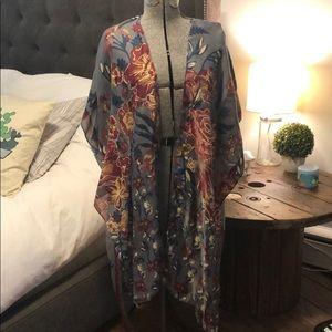 Floral kimono with sleeve